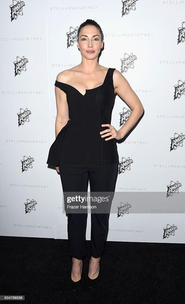Comeidan Whitney Cummings arrives at Stella McCartney Autumn 2016 Presentation at Amoeba Music on January 12, 2016 in Los Angeles, California.