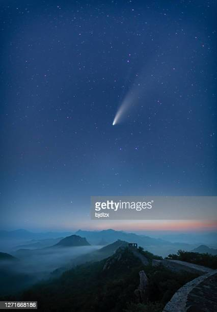 comet c/2020 f3 neowise in night starry sky,the great wall of china - meteor stock pictures, royalty-free photos & images