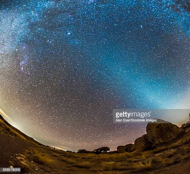comet lovejoy and zodiacal light in city of rocks state park, new mexico. - stella cometa foto e immagini stock