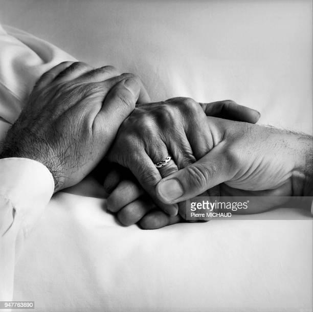 A comforting gesture Geste de réconfort