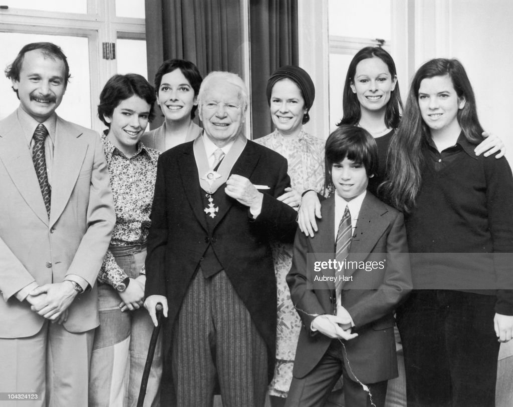 Sir Charles And Family : News Photo