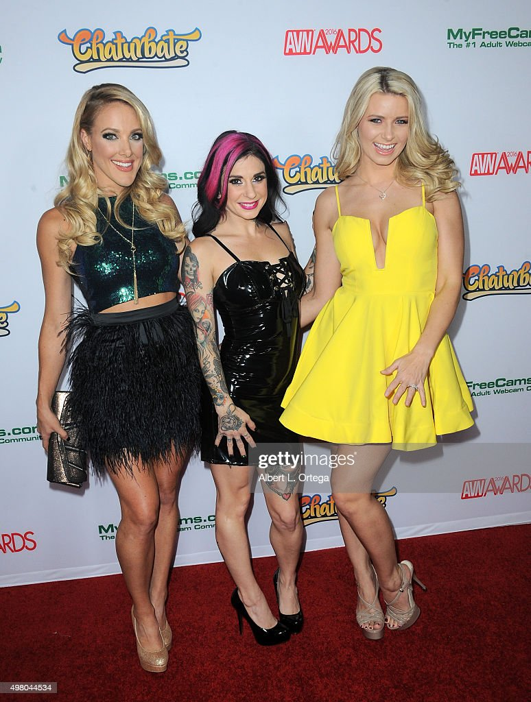 Comic Kate Quigley With Adult Film Actresses Joanna Angel And Anikka Albrite At The 2016 AVN