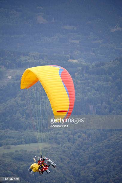 Comic tandem paraglider pilots at Coupe Icare