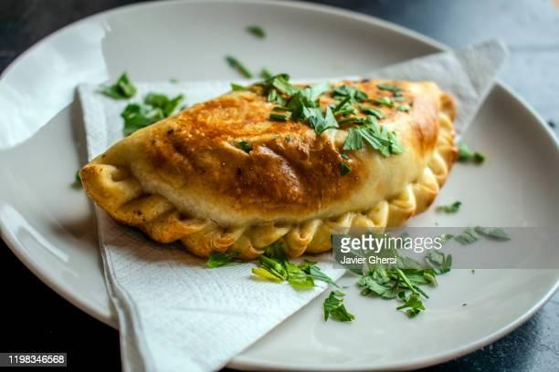 comida típica argentina: empanada - empanada stock pictures, royalty-free photos & images