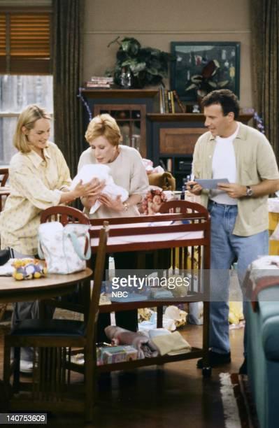 "Coming Home"" Episode 1 -- Pictured: Helen Hunt as Jamie Stemple Buchman, Alyssa Justin Baric as Mabel Buchman, Carol Burnett as Theresa Stemple, Paul..."
