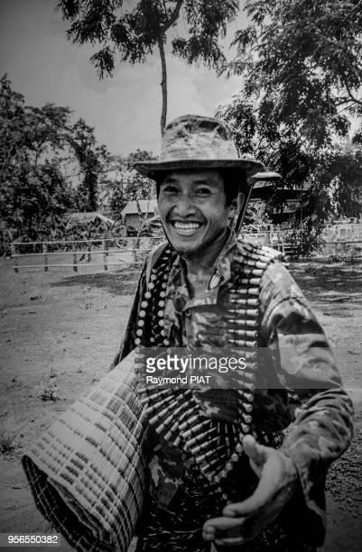Commandant d'unité de l'Armée du FNLPK , avril 1985, province de Battambang, Cambodge.