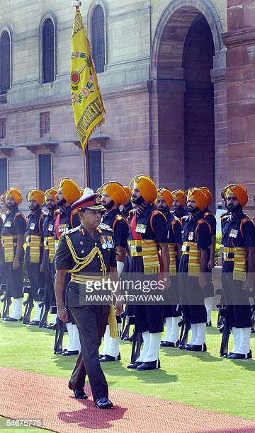 Commander in Chief of the Sri Lankan Army Lt. General S. H. S. Kottegoda inspects a guard of honour upon his arrival in New Delhi, 05 September 2005....