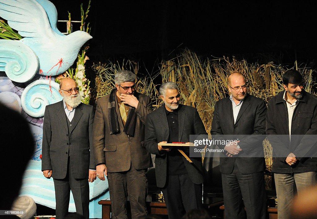 Iran Remembers Martyrs Ahead of Revolution's 35th Anniversary : ニュース写真