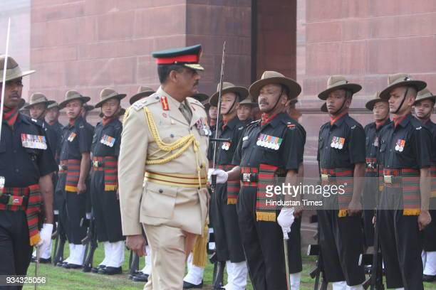 Commander of the Sri Lanka Army Lt Gen GS C Fonseka inspects the guard of honor prior to a meeting with Indian Army Chief Deepak Kapoor in New Delhi