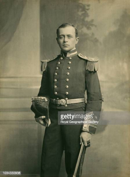 Commander Robert Falcon Scott RVO Robert Scott was awarded the Royal Geographical Society's Patron's Medal in 1904 for services as leader of the...