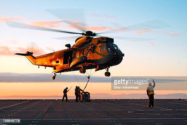 Commando Helicopter load lifting