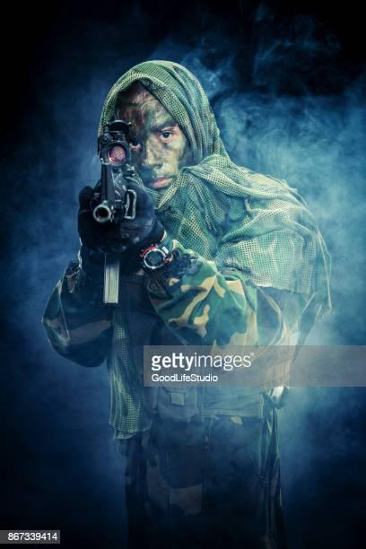 迷彩服のコマンドー - 狙撃兵 ストックフォトと画像