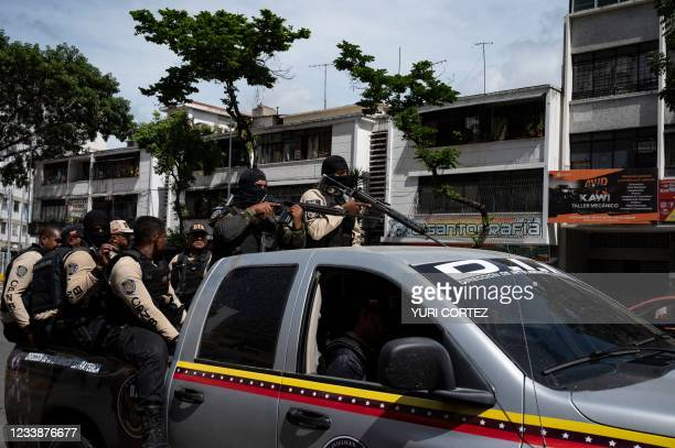 Commands of the Directorate of Strategic Intelligence arrives to a main avenue of Caracas during clashes against alleged members of a criminal gang...