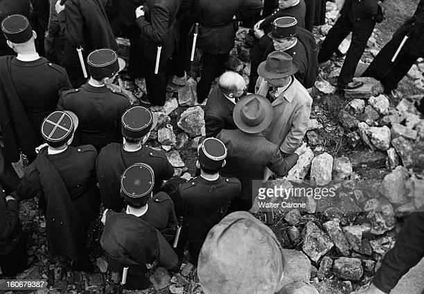 Demonstrations In Front Of The Newspaper 'l'humanite' Office Paris 18 juin 1949 les cérémonies commémorant l'Appel du général De Gaulle du 18 juin...