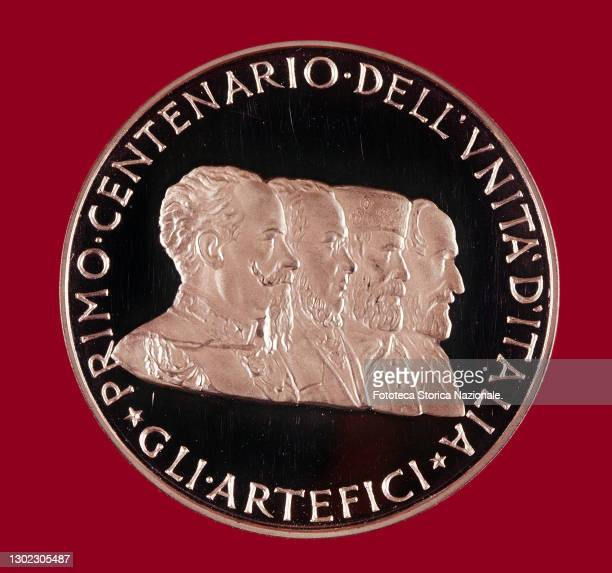Commemorative gold medal for the First Centenary of the Unification of Italy, 1861-1961. 'The Builders': Vittorio Emanuele II, Camillo Benso count of...