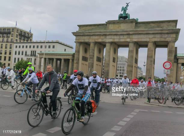 Commemorative journey of German Cycling Club ''Ride of Silence'' for killed cyclists. The Brandenburg Gate, Berlin 5/15/2019', Gedenkfahrt des ADFC...