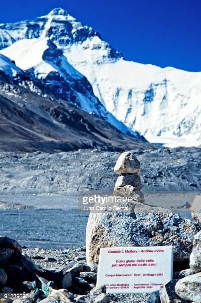 commemorative plaque in honor of george mallory and andrew irvine, the first base camp of the mount everest's north face in tibet - george mallory stock pictures, royalty-free photos & images