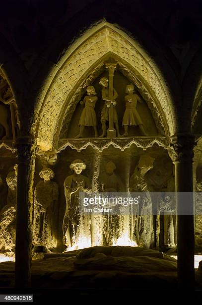 commemorative tomb carving, leon cathedral, spain - provinz leon stock-fotos und bilder