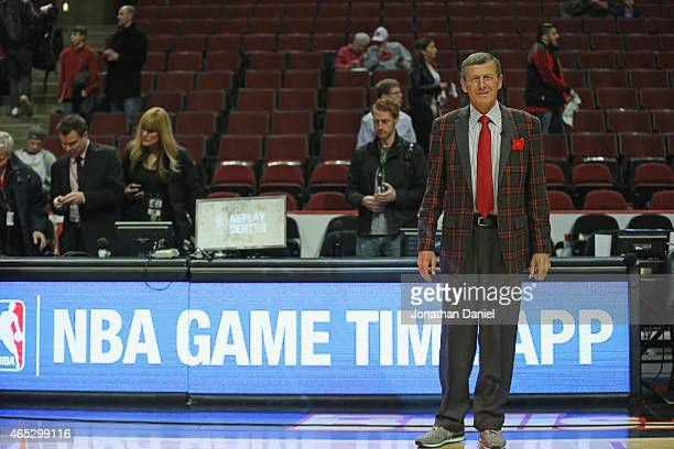 Commentator Craig Sager of TNT is seen on the court before a game between the Chicago Bulls and the Oklahoma City Thunder at the United Center on...