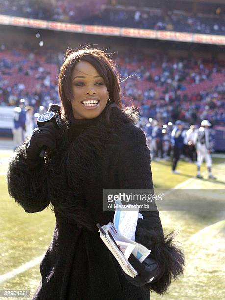 FOX commentator Pam Oliver is on the sidelines for an NFC wildcard game January 8 2006 at the Meadowlands The Carolina Panthers defeated the New York...