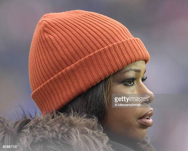 FOX commentator Pam Oliver on the sidelines as the Chicago Bears host the Seattle Seahawks in an NFC Divisional Playoff game January 14 2007 in...