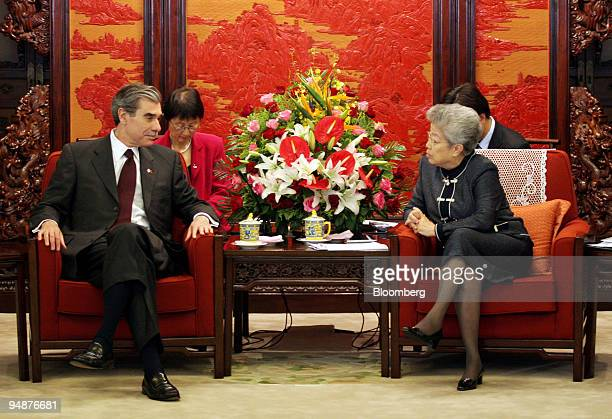 S Commerce Secretary Carlos Gutierrez left talks with Chinese Vice Premier Wu Yi right at the Zhong Nan Hai compound in Beijing June 4 2005 Gutierrez...