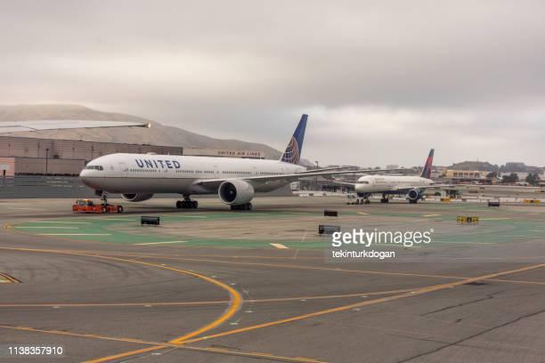 アメリカ合衆国カリフォルニア州サンフランシスコ国際空港の民間航空会社の飛行機 - palo alto ストックフォトと画像