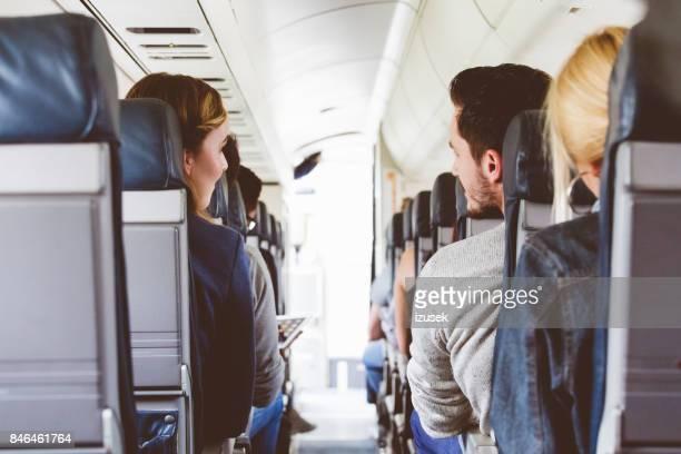 Commerciële passagiersvliegtuig cabine met reizigers