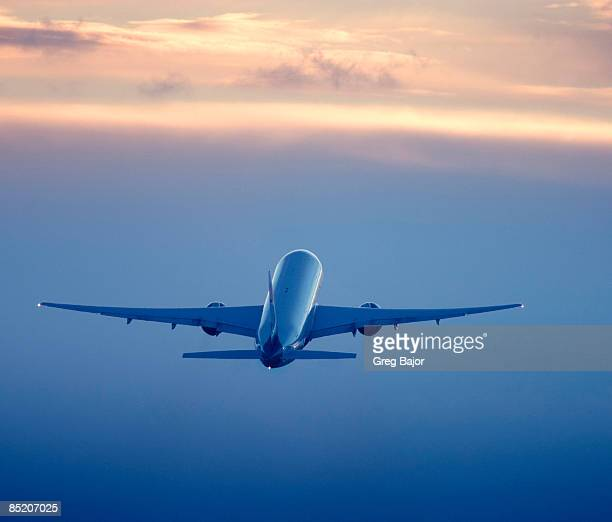 commercial airliner in flight - aircraft stock photos and pictures