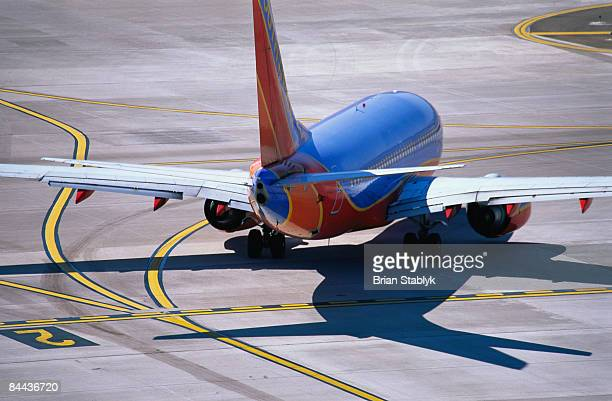 commercial airplane on runway - southwest usa stock pictures, royalty-free photos & images
