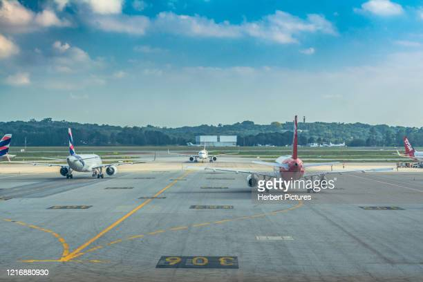commercial aviation: airbus a320neo new colors latam and airbus a320 latam airlines old colors - guarulhos international airport, sao paulo, brazil - taxiing stock pictures, royalty-free photos & images