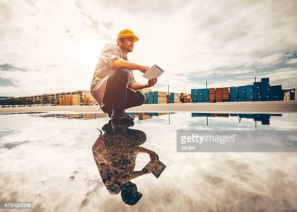 kommerzielle docks arbeiter - industriegebiet stock-fotos und bilder