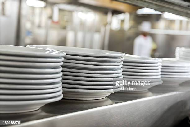 commercial kitchen showing dishes - glas serviesgoed stockfoto's en -beelden