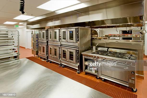 厨房で、Prep テーブル、コンロ、オーブン