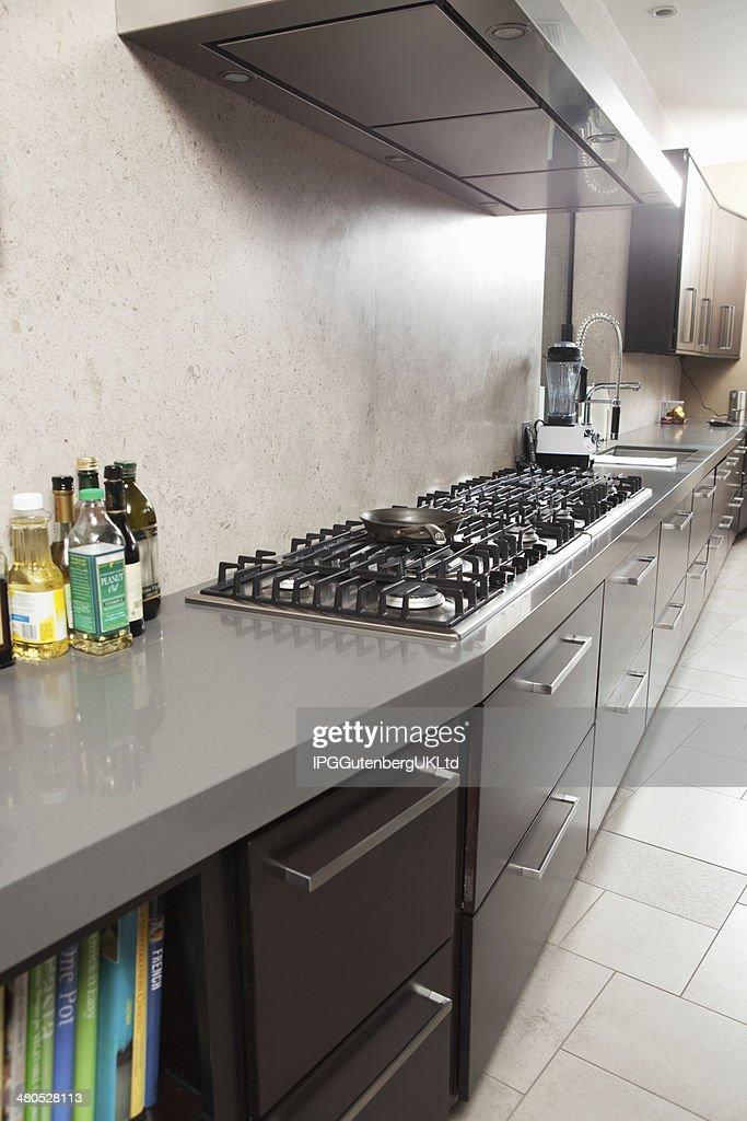 Commercial une cuisine avec cuisinière et tiroirs : Photo
