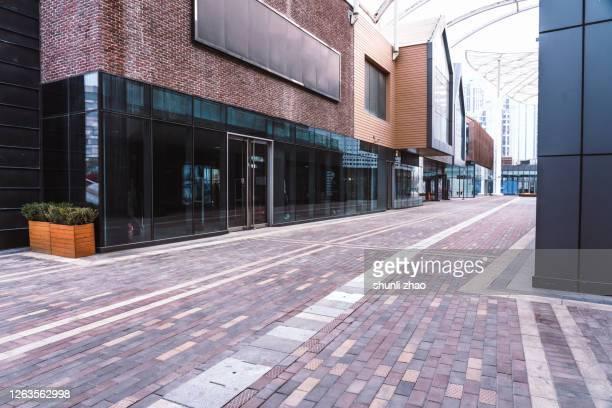 commercial street - ショーウィンドウ ストックフォトと画像