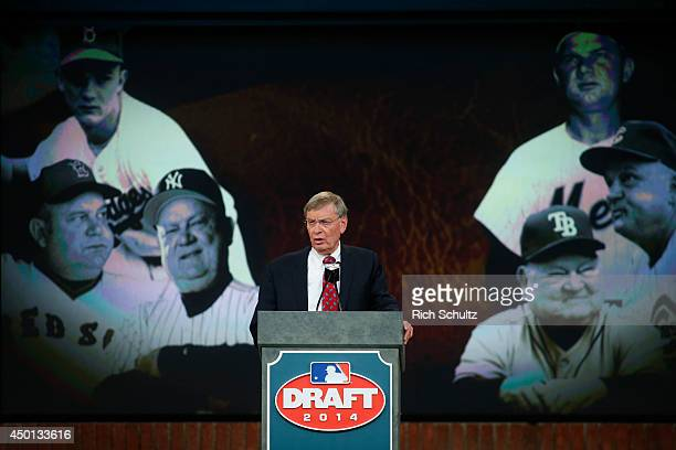 Commissioner Allan H. Bud Selig announces announces the passing of Don Zimmer during the MLB First-Year Player Draft at the MLB Network Studio on...