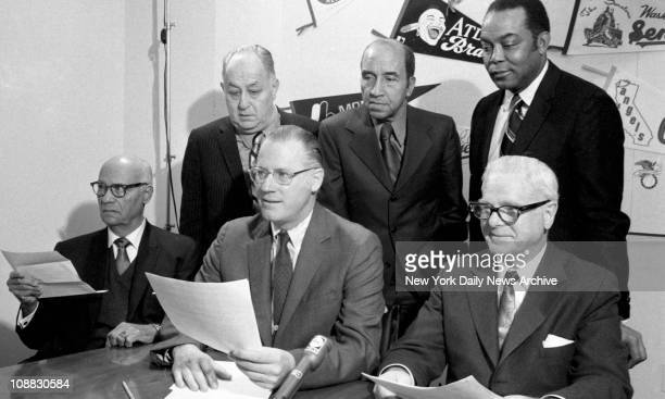 Commissioner Bowie Kuhn meets new committee at his office. Appointed to look into the nomination of stars of the old Negro leagues into the Hall of...
