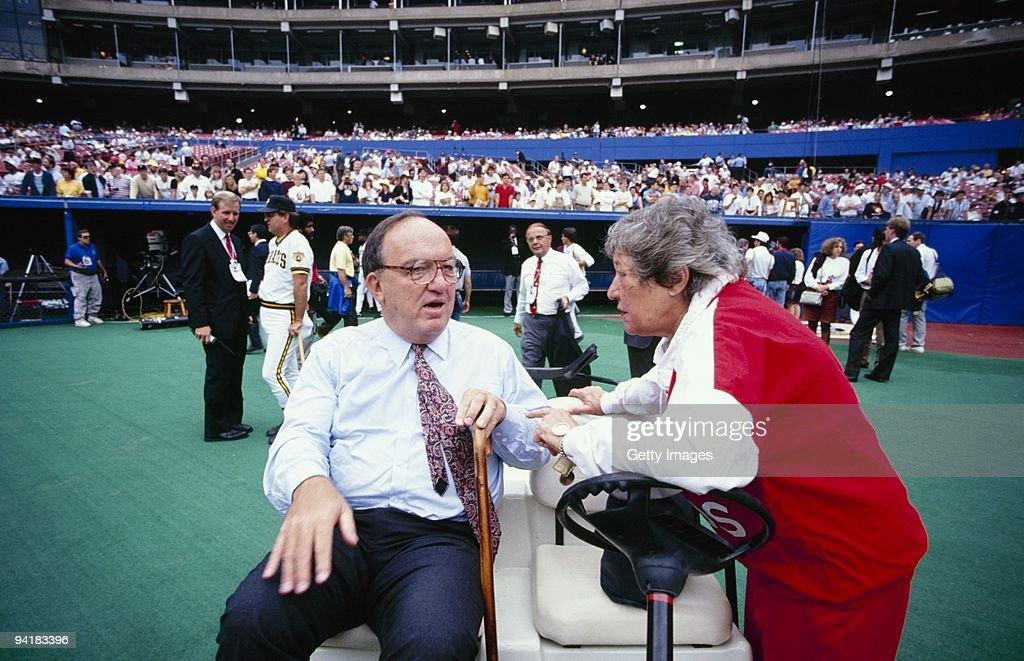1990 NLCS: Cincinnati Reds v Pittsburgh Pirates : News Photo