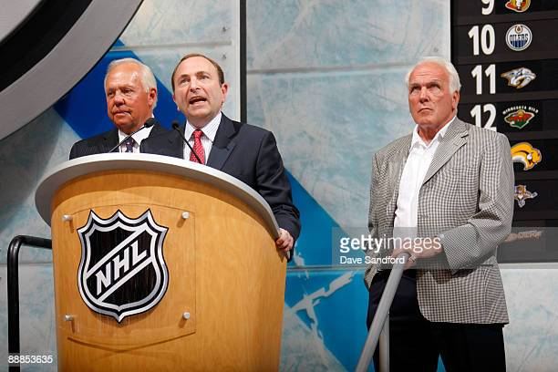 Commissioner Gary Bettman speaks from the podium as Yvan Cournoyer far left and Henri Richard look on during the first round of the 2009 NHL Entry...