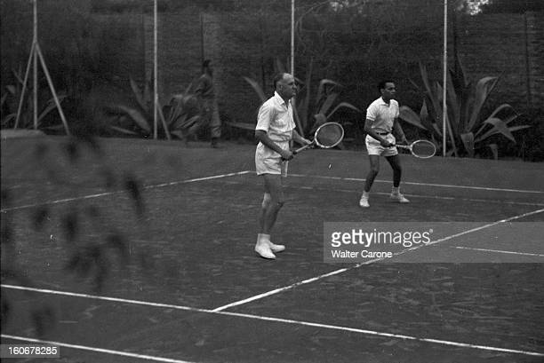 Commissioner Of The Republic Of Andre Louis Dubois Playing Tennis With Prince Hassan Moulay Au Maroc à Rabat à la Résidence de France en décembre...