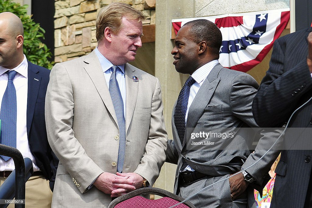 NFL Commissioner Roger Goodell and NFLPA Executive Director Demaurice Smith Sign the NFLs New 10-year CBA