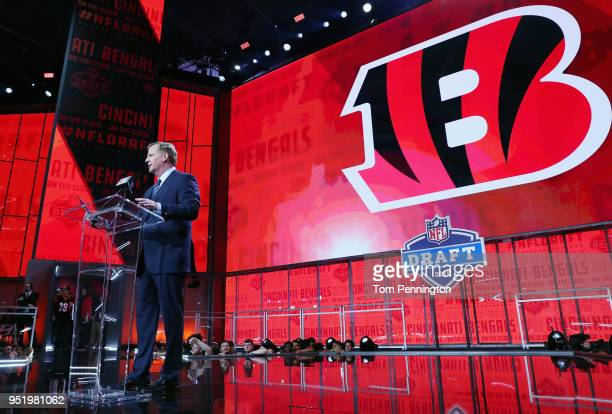 Commissioner Roger Goodell announces a pick by the Cincinnati Bengals during the first round of the 2018 NFL Draft at ATT Stadium on April 26 2018 in...