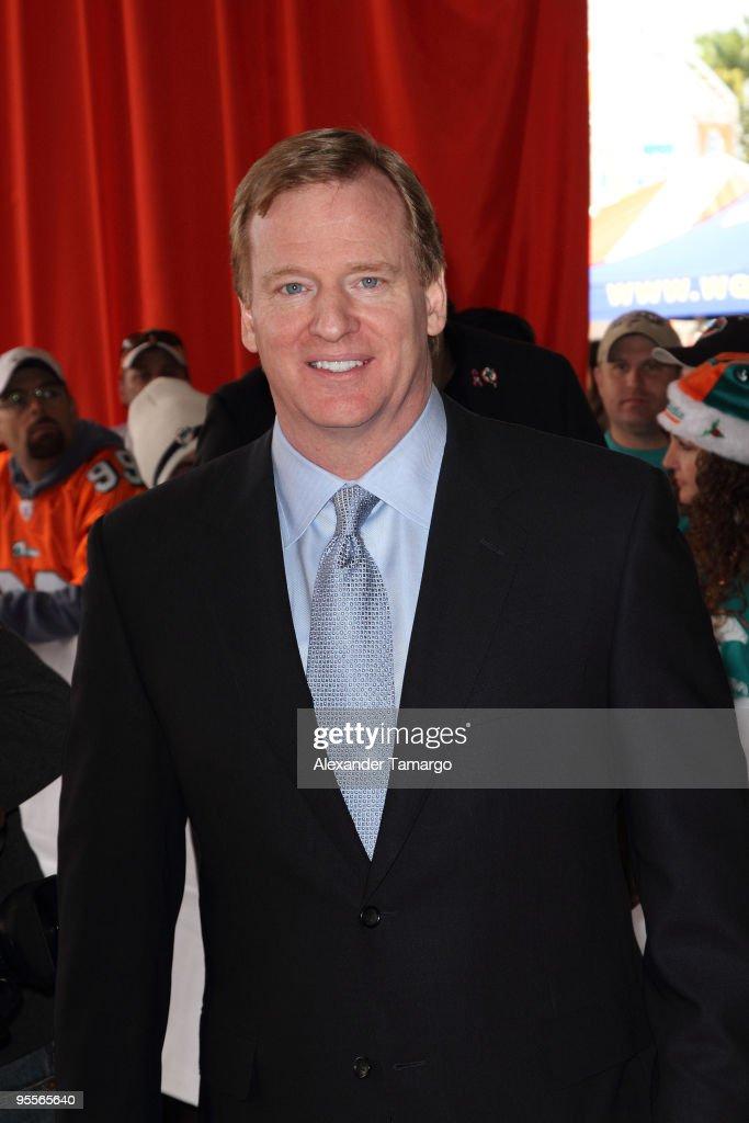 Celebrity Orange Carpet at Miami Dolphins Game : News Photo