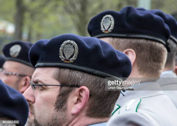 Commissioning Command Cyber and Information Room of the Federal Army in Bonn The coat of arms of the CIR at the berets of the soldiers