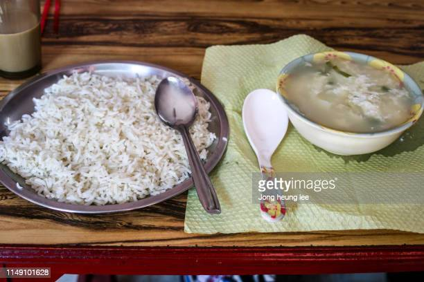 Common food in India,Egg soup and rice