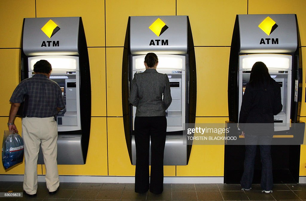 Commonwealth Bank customers use automati : News Photo