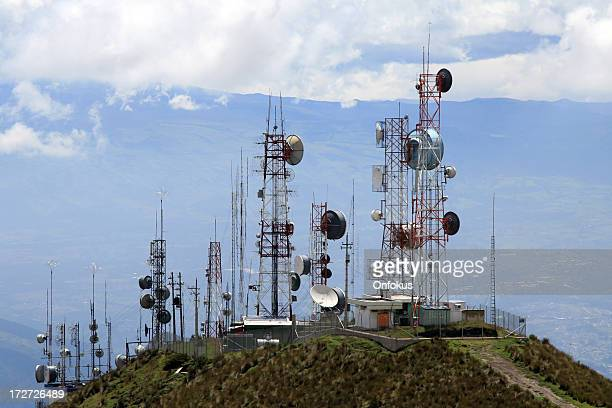 communication antennas - receiver stock pictures, royalty-free photos & images
