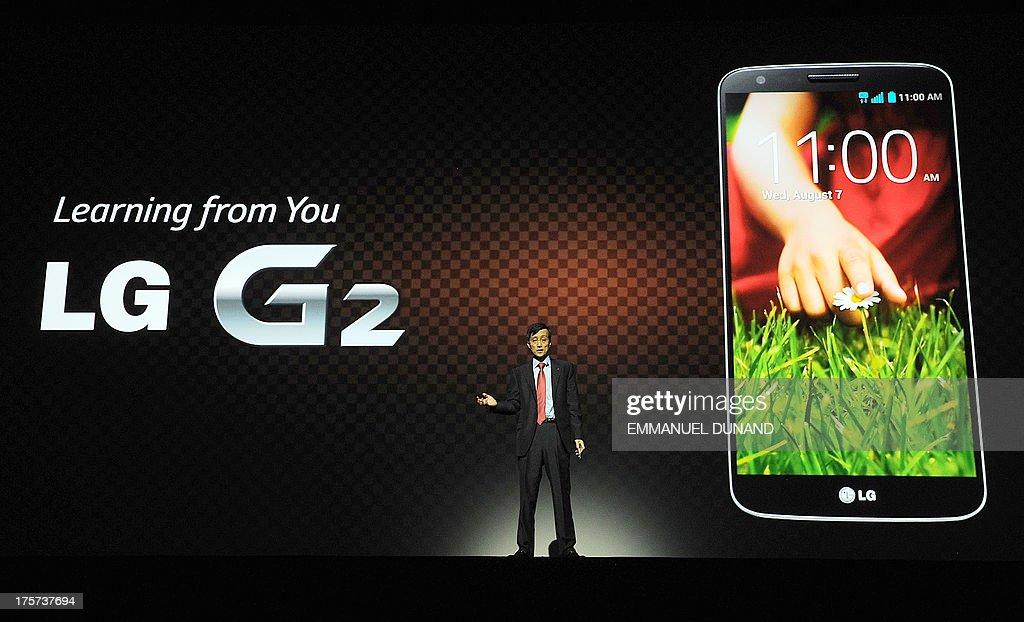 US-IT-SMARTPHONE-LG-G2 : News Photo