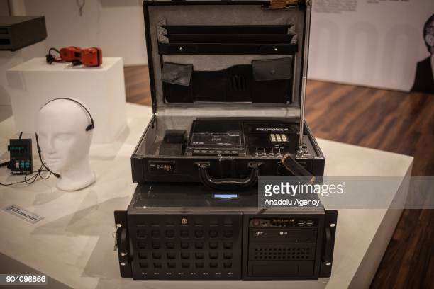 Communication equipment from the 90's is seen which were used by the security organizations of the Colombian State in the search for drug lords like...